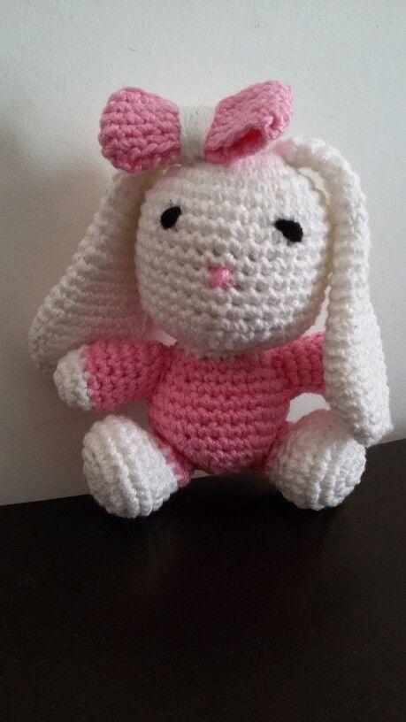 Coelha em crochê   Visite: https://www.facebook.com/Arte-em-Croch%C3%AA-832999146805751/
