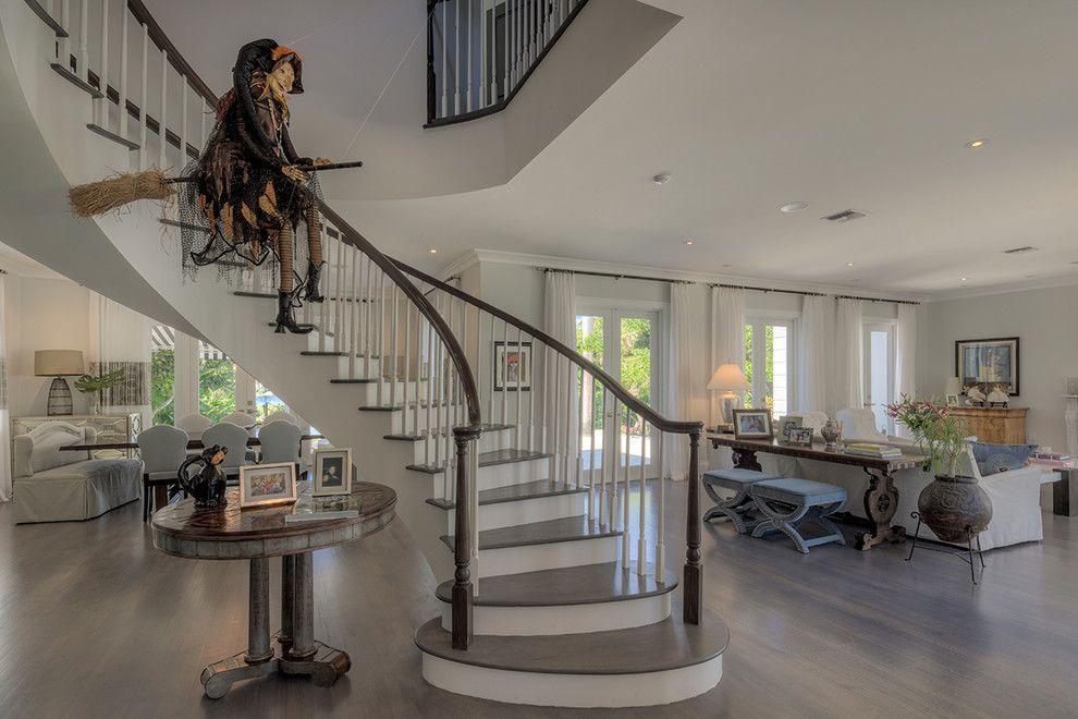 21 Stylish Living Room Halloween Decorations Ideas: Indoor & Outdoor Halloween Skeleton Decorations Ideas