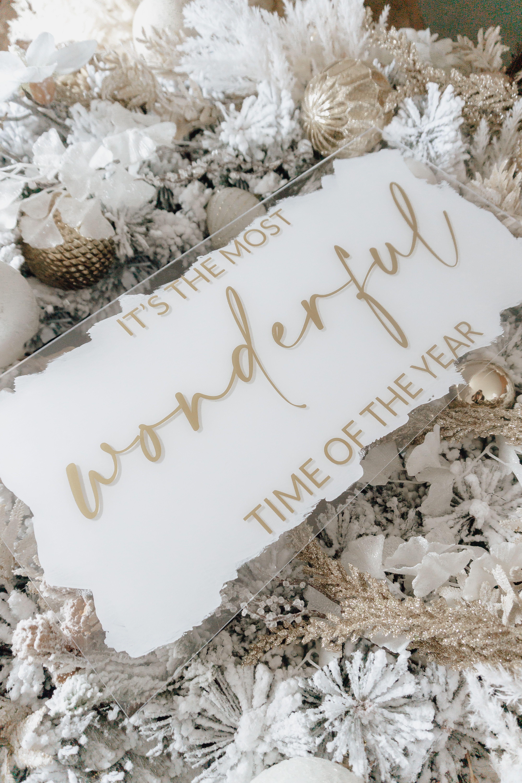 Acrylschilder sind der Eyecatcher in Deinem Zuhause! Sie sind handmade, modern und was ganz besonderes 🤍 Unsere Acrylschilder gibt es in verschiedenen Maßen und Ausführungen. Du entscheidest dabei über das Motiv, die Größe, Schriftfarbe und Hintermalung. Auch personalisierte Schilder fertigen wir gerne für Dich an. #acrylschild #mistletoe #mostwonderfultimeoftheyear #christmasdecoration #weihnachtsdeko #wanddeko #xmas #xmascollection #acryl #acrylic #acryilicsign #christmas