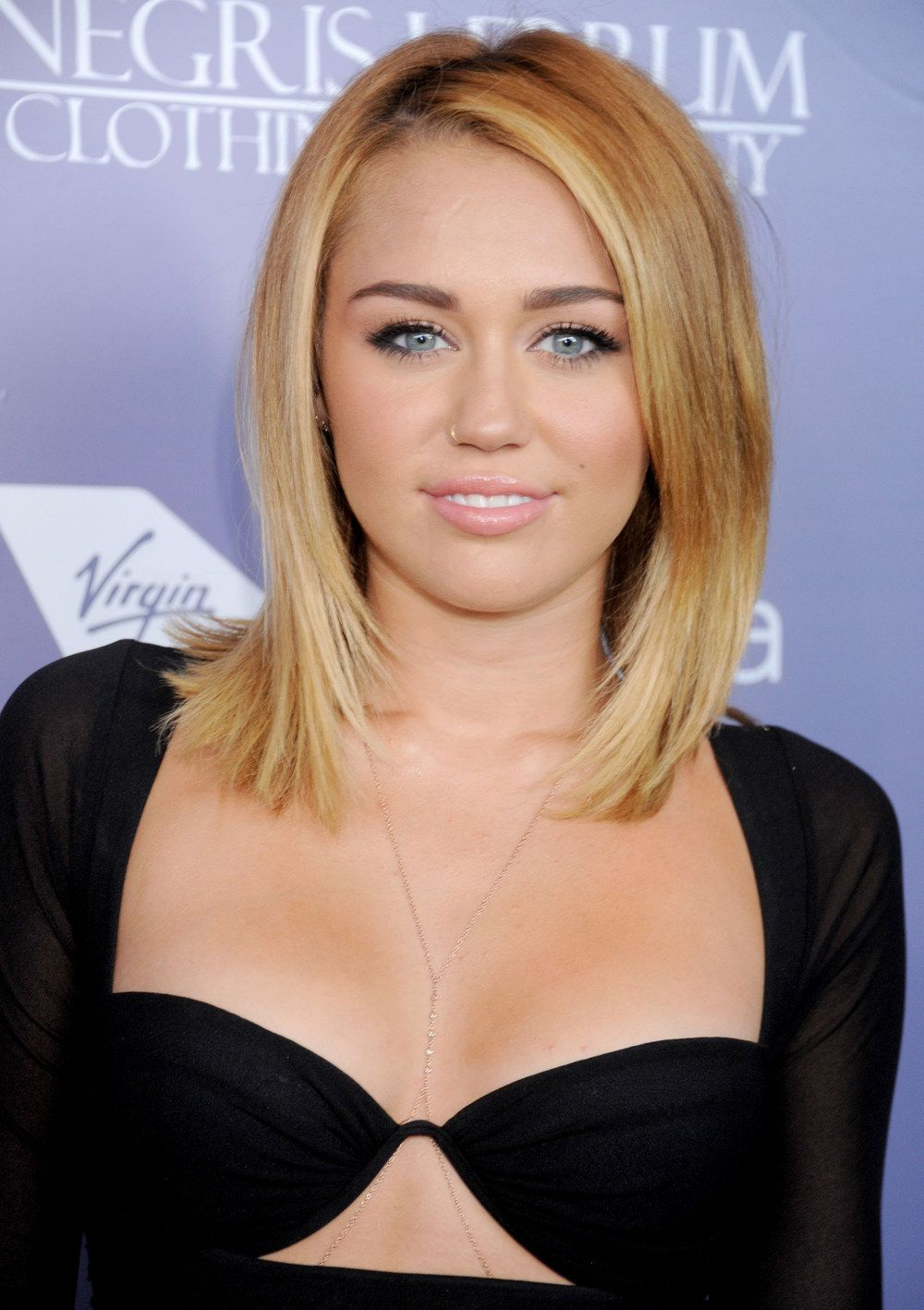 Miley Cyrus Long Bob Avec Un Carré