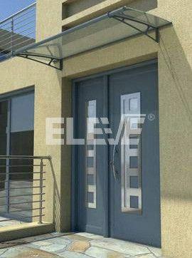 Alero marquesina en hierro y vidrio protecci n de puerta for Puertas corredizas de vidrio