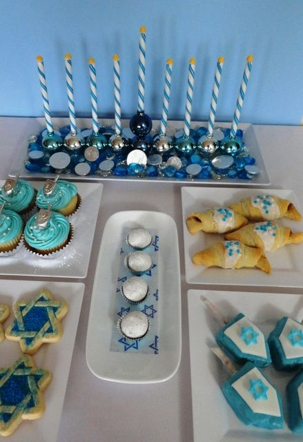 Blue silver and white hanukkah party ideas isra l jeu for Idee de hanoukia