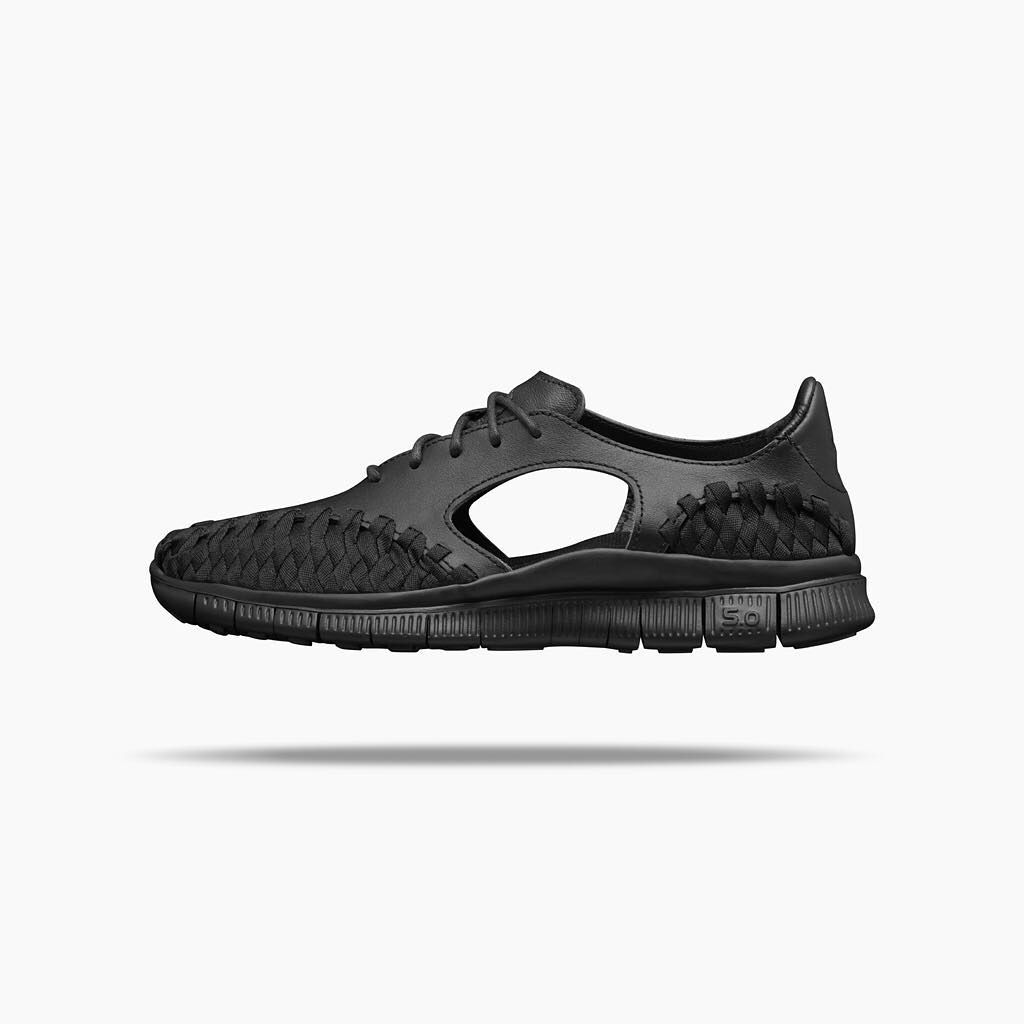 big sale 6c3e4 17411 NikeLab Women s Free Inneva. The upper features zones of premium leather,  which offsets the hand-woven nylon webbing with a juxtaposed texture.
