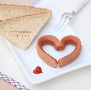 It's very easy to make the hot dog heart! You need to cut the hot dog in half first (leave about 1cm still connected), then cook it in boiling water for a few minutes