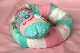 Недавно мой младший сын Марк получил от Кати в подарок змею . Мне она так понравилась, я просто прибалдела!!! Я теперь с ней не расстаюсь,...