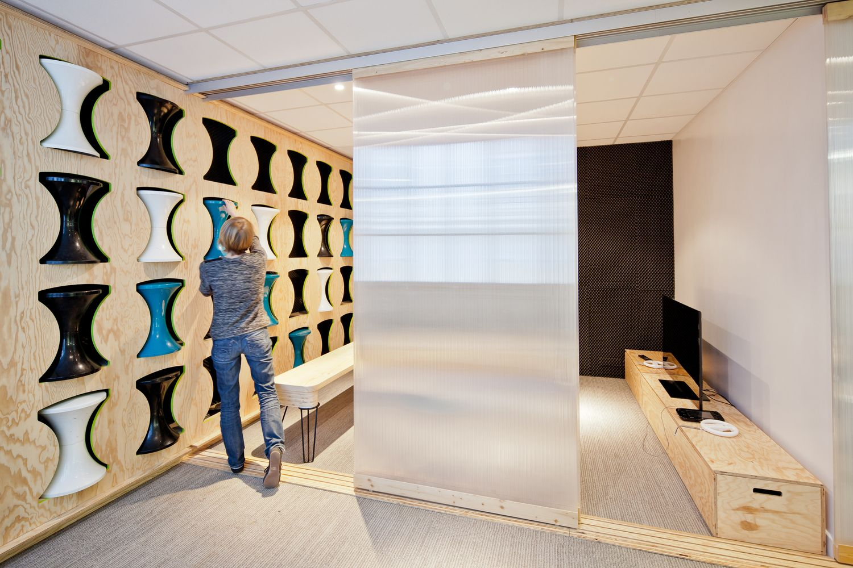 Gallery Of Bureaux Ekimetrics 02 Vincent Gloria Architects 6  # Muebles Fisioterapia