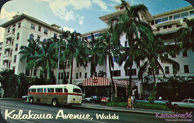 Moana Hotel Entrance by Kamaaina56, via Flickr