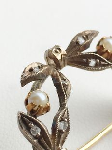 14 Karaats gouden strikbroche met roosdiamant