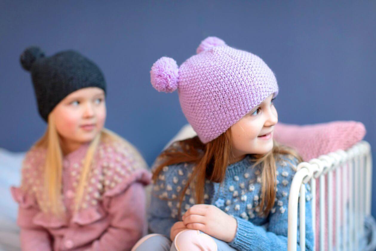 Kindermutze Mit Zwei Bommeln Mutze Kinder Bommel Machen Kinderstrickmutzen