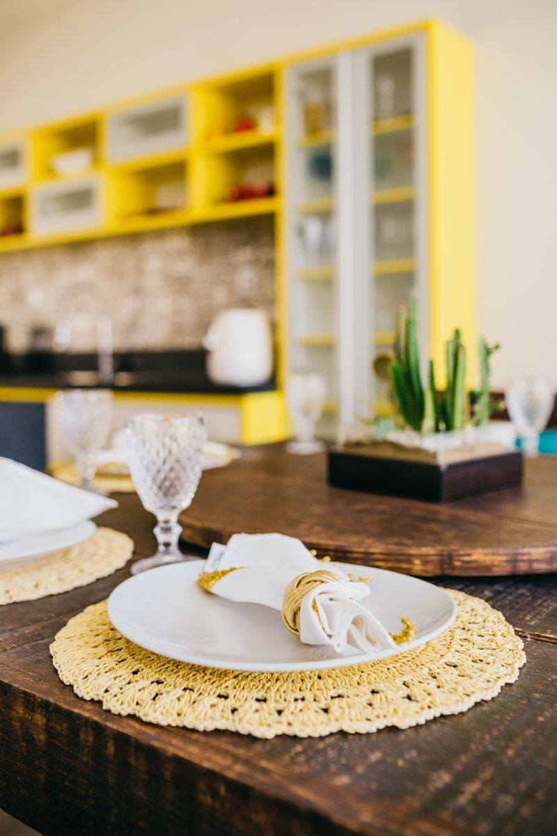 Photo edited by AirBrush App. Beautiful yellow tablesxape decoration. Click on the link to see more photo editing hacks. #photoeditor #filter #airbrush #retouch #diningroomtable #diningtabledecor #diningtablesideas #tablescape #tablesettingideas
