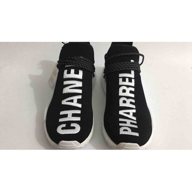 4038b8d2a7178 Baskets en toile CHANEL X PHARRELL WILLIAMS
