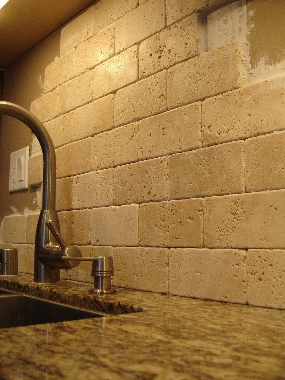Natural travertine backsplash. Neutral, su… | Backsplash inspiration ...