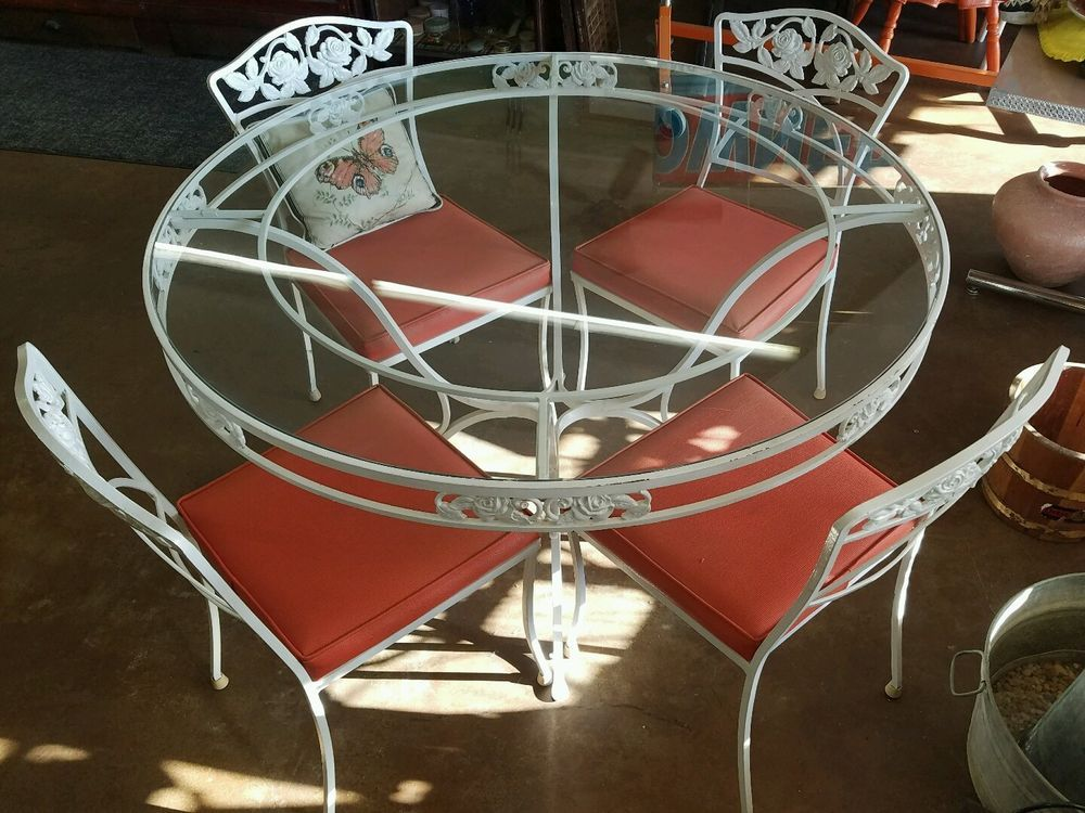Vintage Mid Century Wrought Iron O.W. Lee Patio Set. Normandy Rose