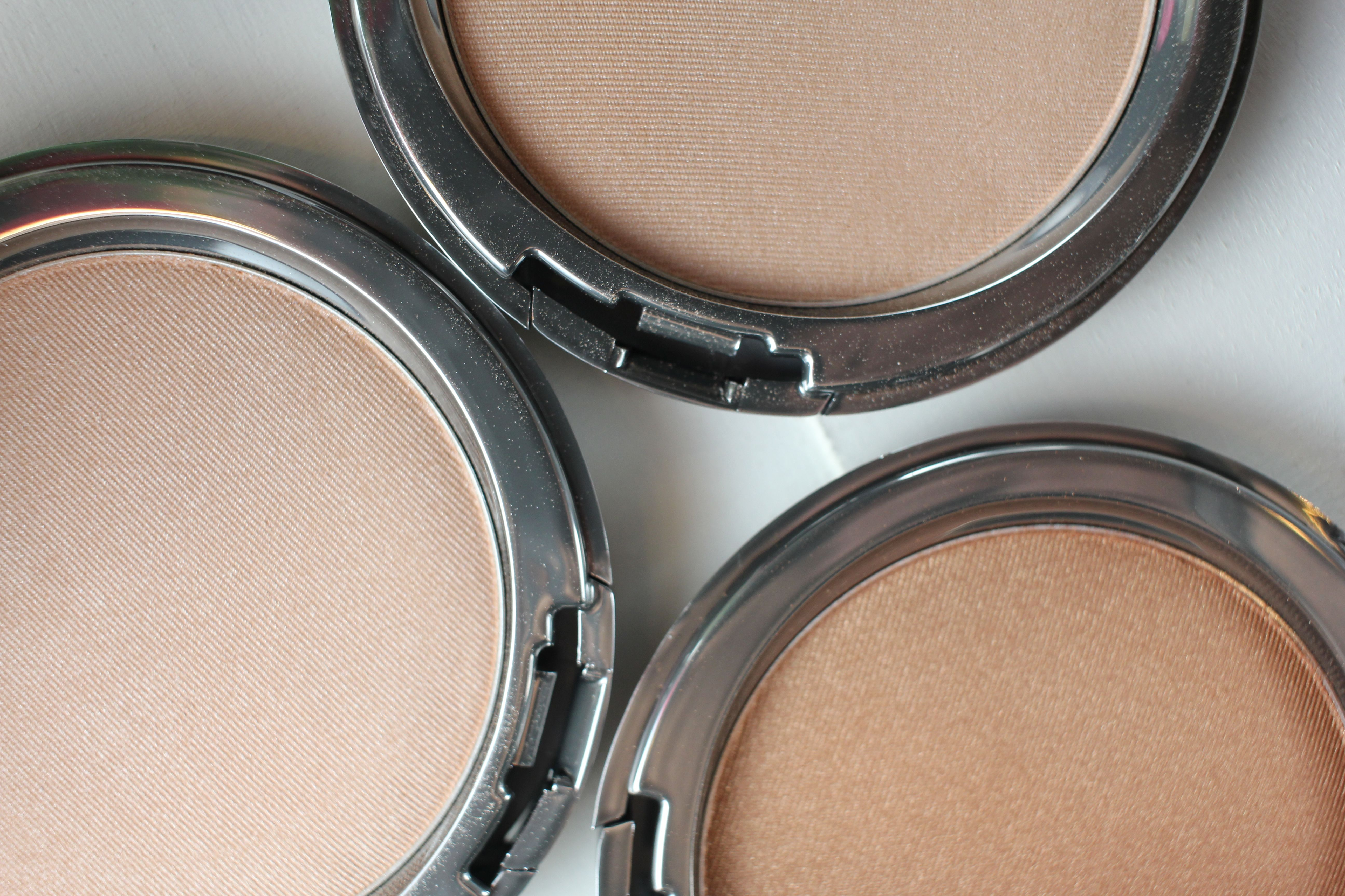Cover Fx The Perfect Light Highlighting Powder Review Swatches Cover Fx Cover Fx Highlighter Summer Beauty Tips