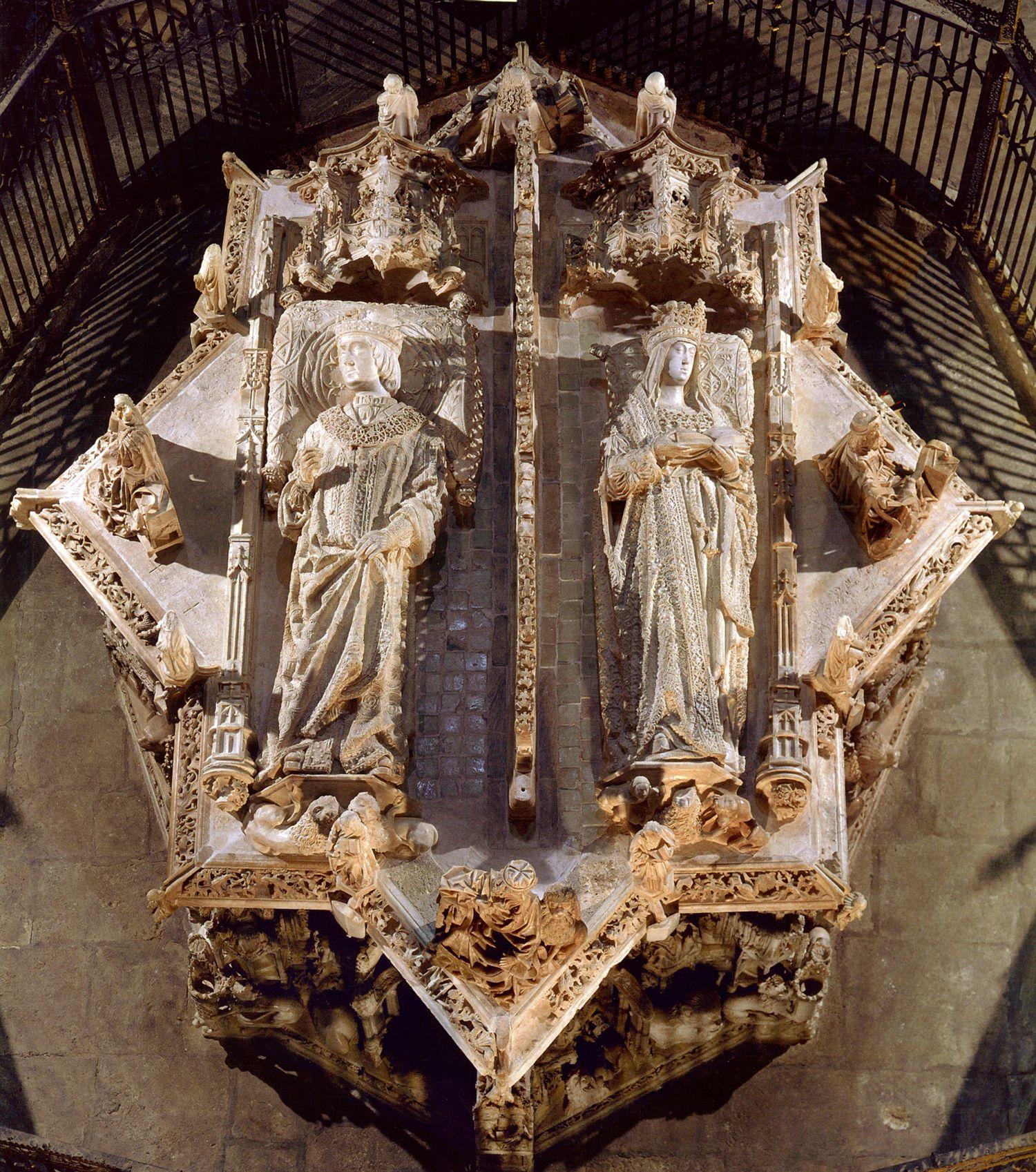 El monumental sepulcro de los padres de la Reina Católica es en verdad asombroso en sus dimensiones, en su perfección técnica, en su recargado detallismo y en su originalidad sin par. Jorge Álvarez…