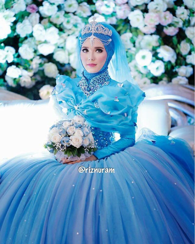 """Cinderella dress! it's so awesome to see a muslimah make this kinda thing halal. so often we just resign our selves to not being able to do something, like """"oh that kind of thing is not for us"""" or we can't enjoy something """"because it's not catered to us"""" when that's simply not true. Make it cater to you, make it yours, make it halal. #princecharming #cinderella #disney #disneyland #disneyworld #cinderellahijab #cinderellatheme #cindrellawedding #cinderellastory #cinderelladress by riznuram"""