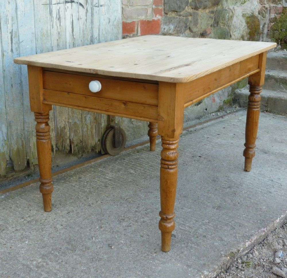 A TRADITIONAL VICTORIAN SCRUB TOP PINE KITCHEN TABLE ...