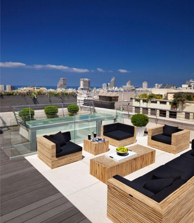 dachterrasse sitzecke lounge holz möbel schwarze kissen | Outdoor ...