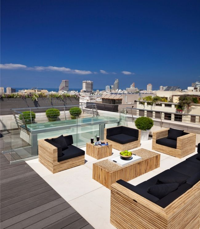 dachterrasse sitzecke lounge holz möbel schwarze kissen Outdoor - ideen terrasse outdoor mobeln