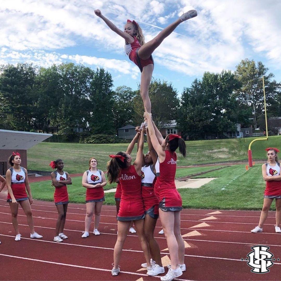 Ahredbirdscheer Showing Us That Beautiful Flexibility Xperience Teamxc Cheerleading Stunt Cheerleading Stunt Easy Cheerleading Stunts Youth Cheerleading