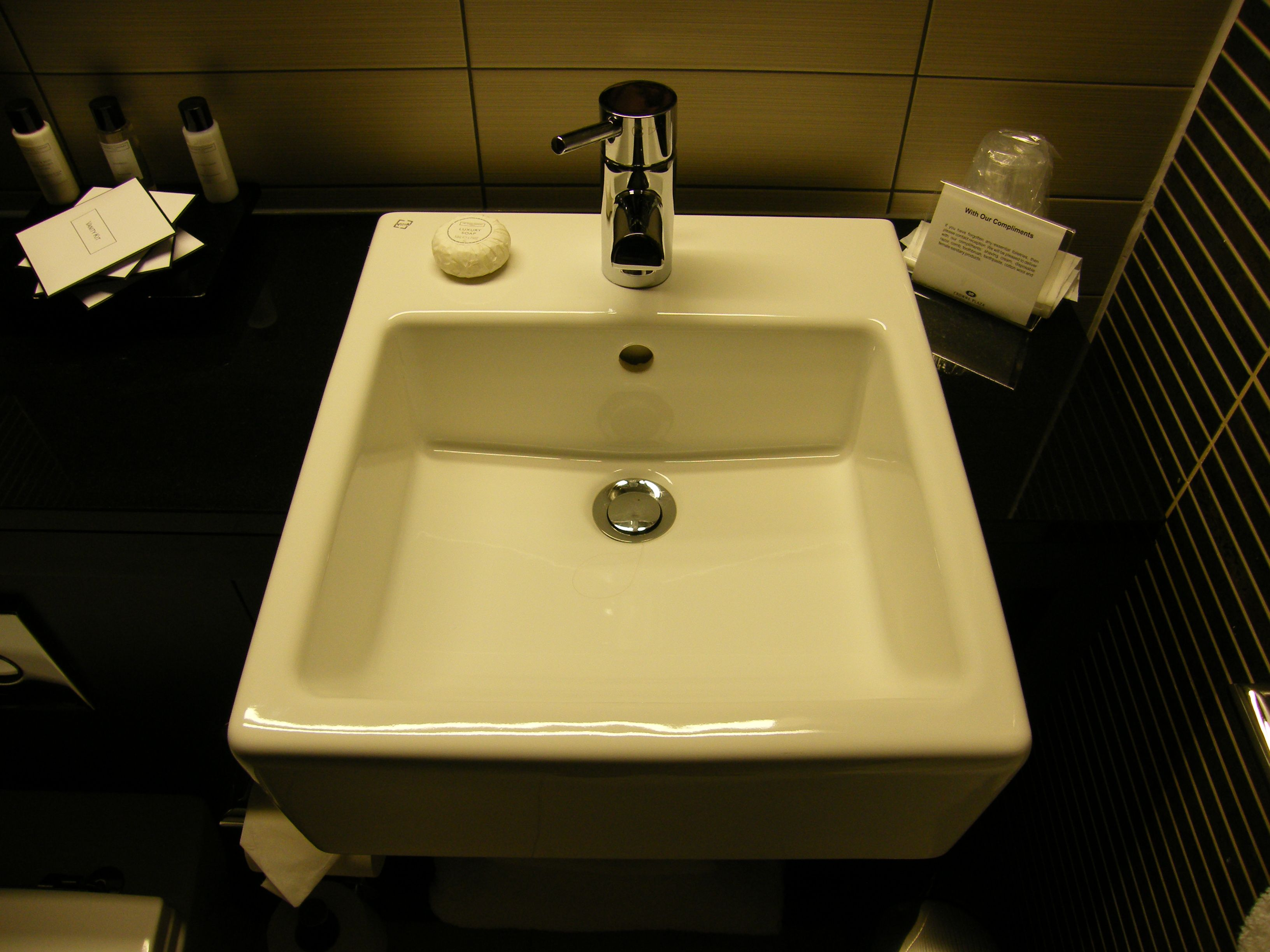 The wonderful Crowne Plaza Hotel in Birmingham, upscale yes, real ID, no! Upscale 4 star hotel, Hyatt Regency is somewhat higher up, though! Our Bathroom! 2008, newly renovated! Enjoy! - http://www.gucciwealth.com/the-wonderful-crowne-plaza-hotel-in-birmingham-upscale-yes-real-id-no-upscale-4-star-hotel-hyatt-regency-is-somewhat-higher-up-though-our-bathroom-2008-newly-renovated-enjoy/