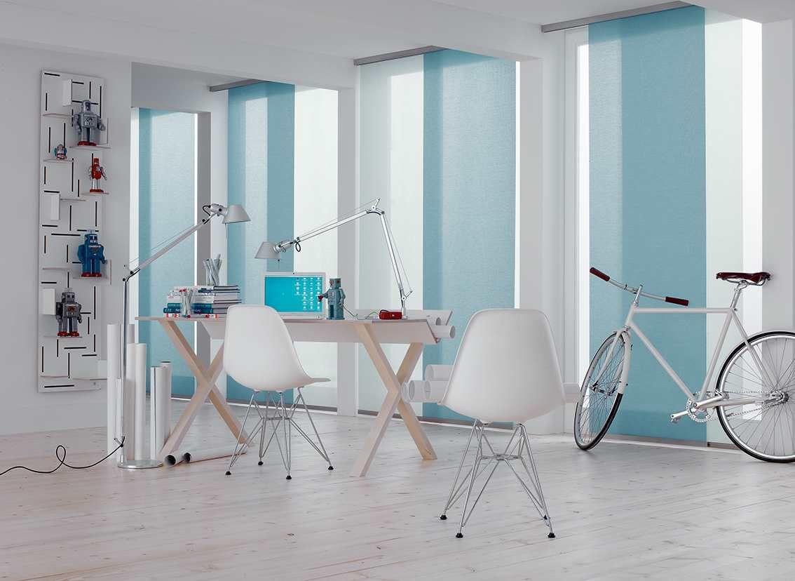 Interieur Inspiratie Woonkamer : Interieur inspiratie: paneelgordijn in woonkamer sfeerwand