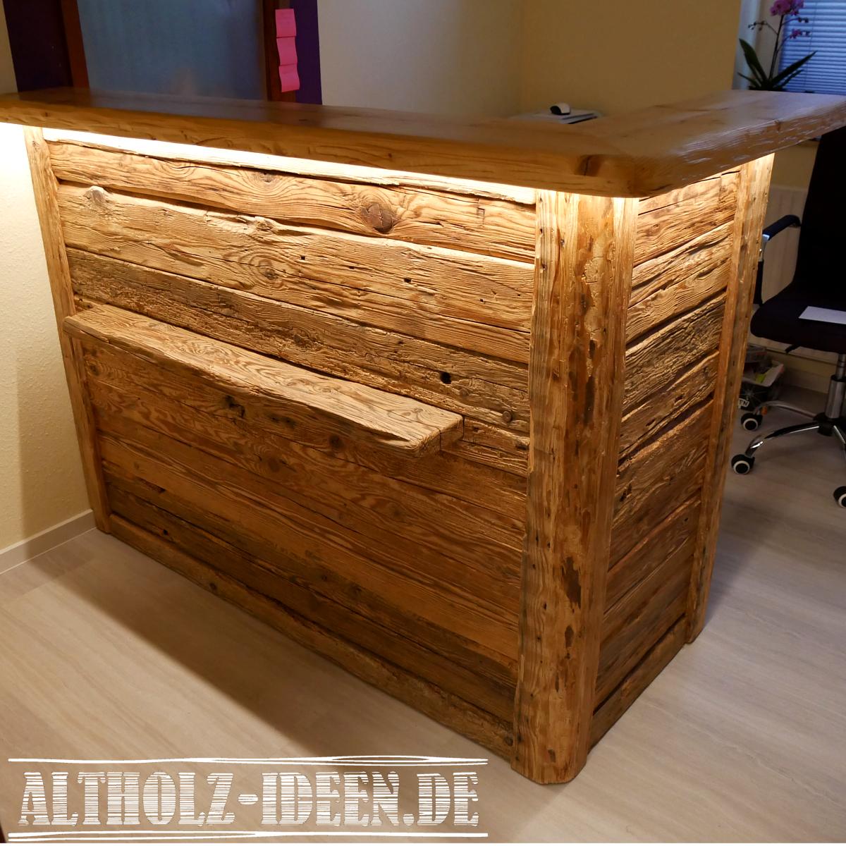 Altholz Theke Mit Beleuchtung Fur Einen Beeindruckenden Empfang Altholz Holz Mobel Aus Altholz