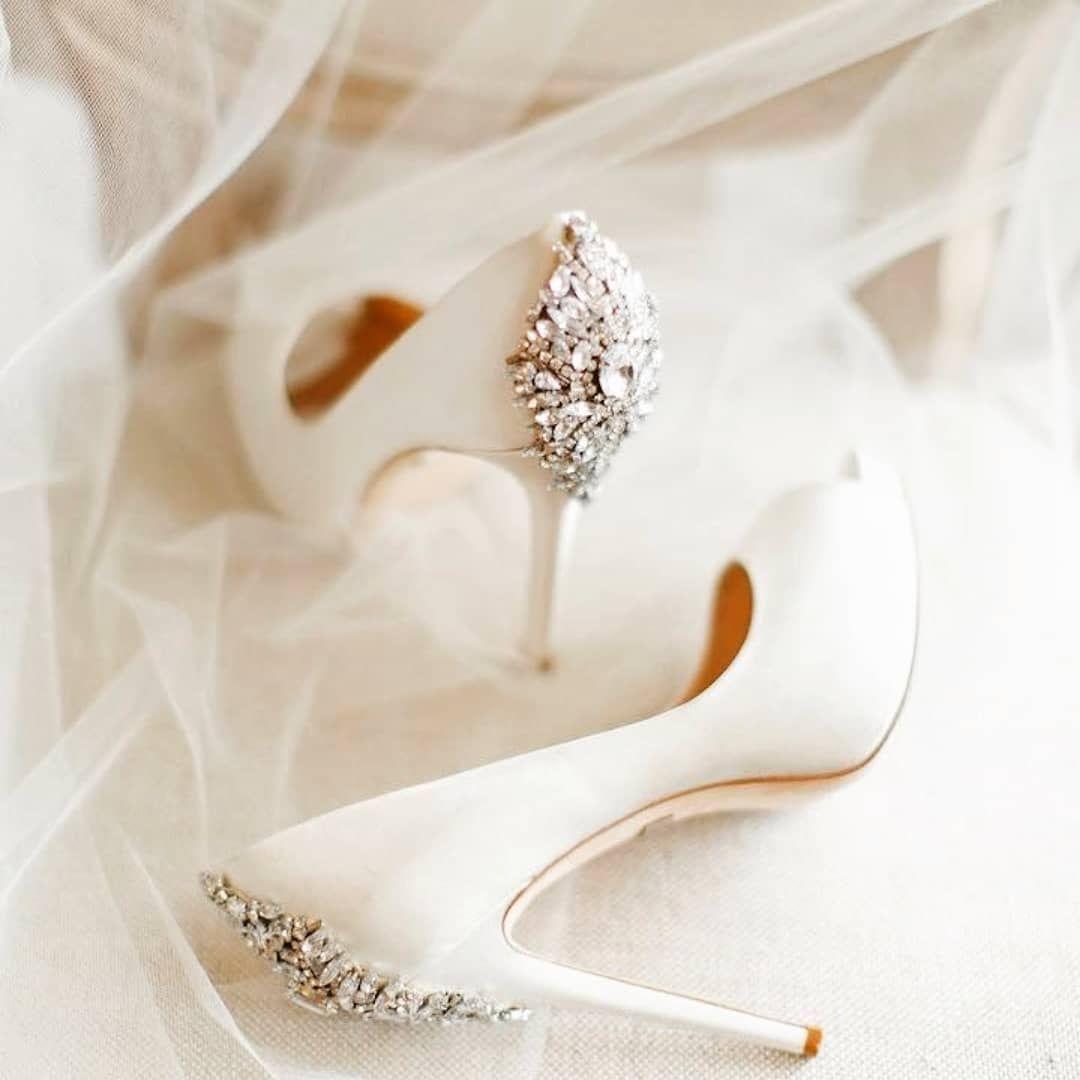 Hej Na Jakie Buty Slubne Zdecydowalyscie Sie Wysokie Czy Niskie Szpilki Czy Sandalki I Najwazn Elegant Wedding Shoes Fun Wedding Shoes White Wedding Shoes