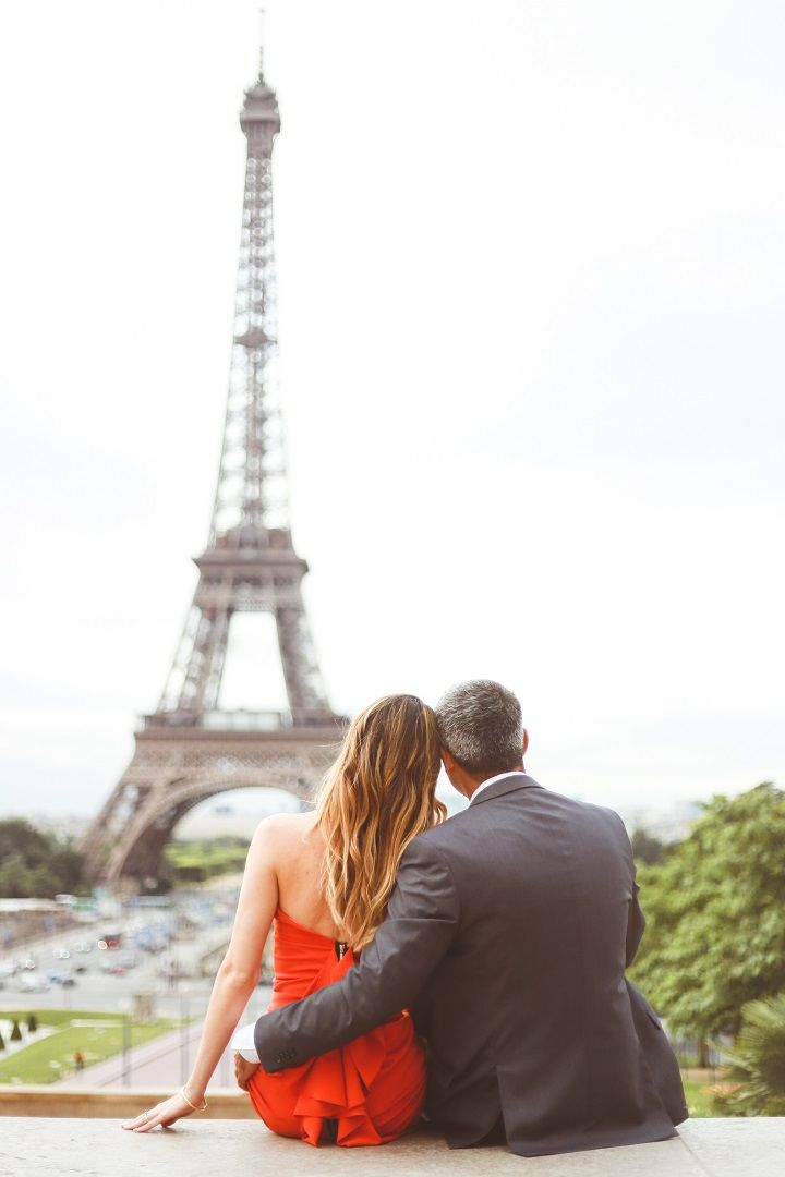 Vibrant Orange Dress for A Destination Paris Engagement photo | fabmood.com #engagement #engagementphoto #paris #parisengagement #engagementphoto #engaged