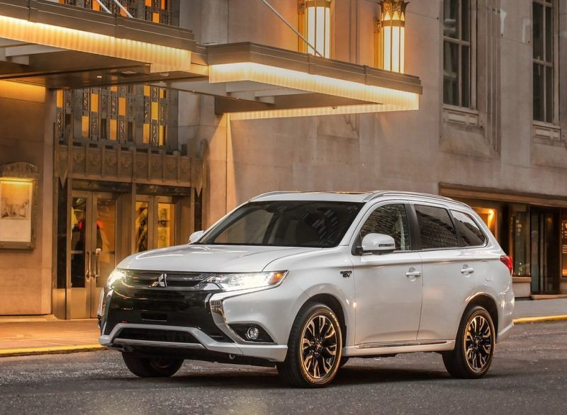 Pin oleh Car Specs di 2017 Mitsubishi Outlander Sport Review