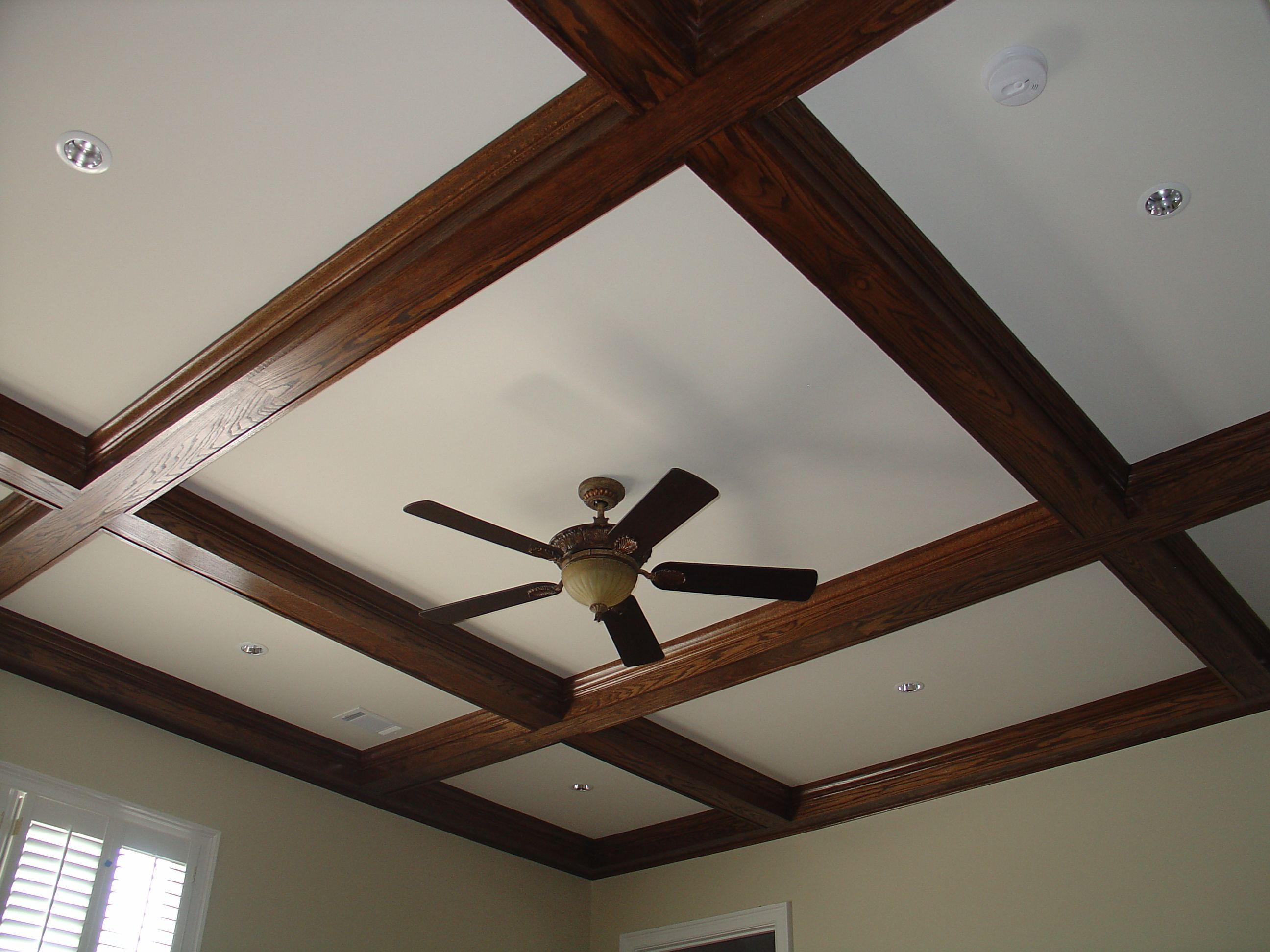 What is the difference between a tray and a coffered ...