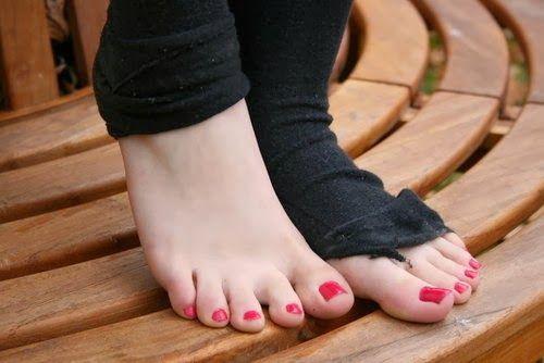Petite lesbian feet 4