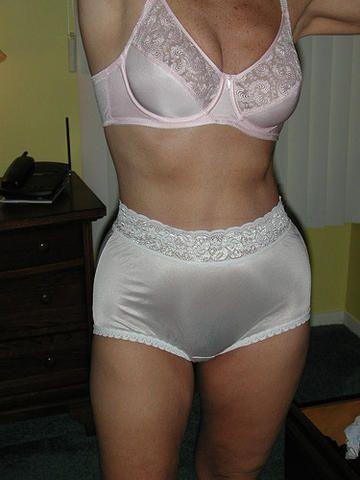 Mature white full cut nylon panties can