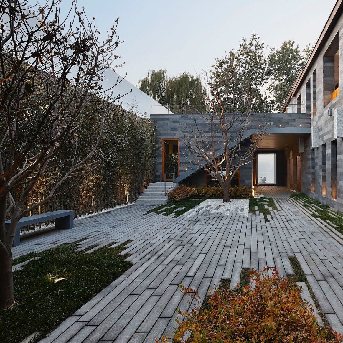 Courtyard near West Sea / META Project / West Sea