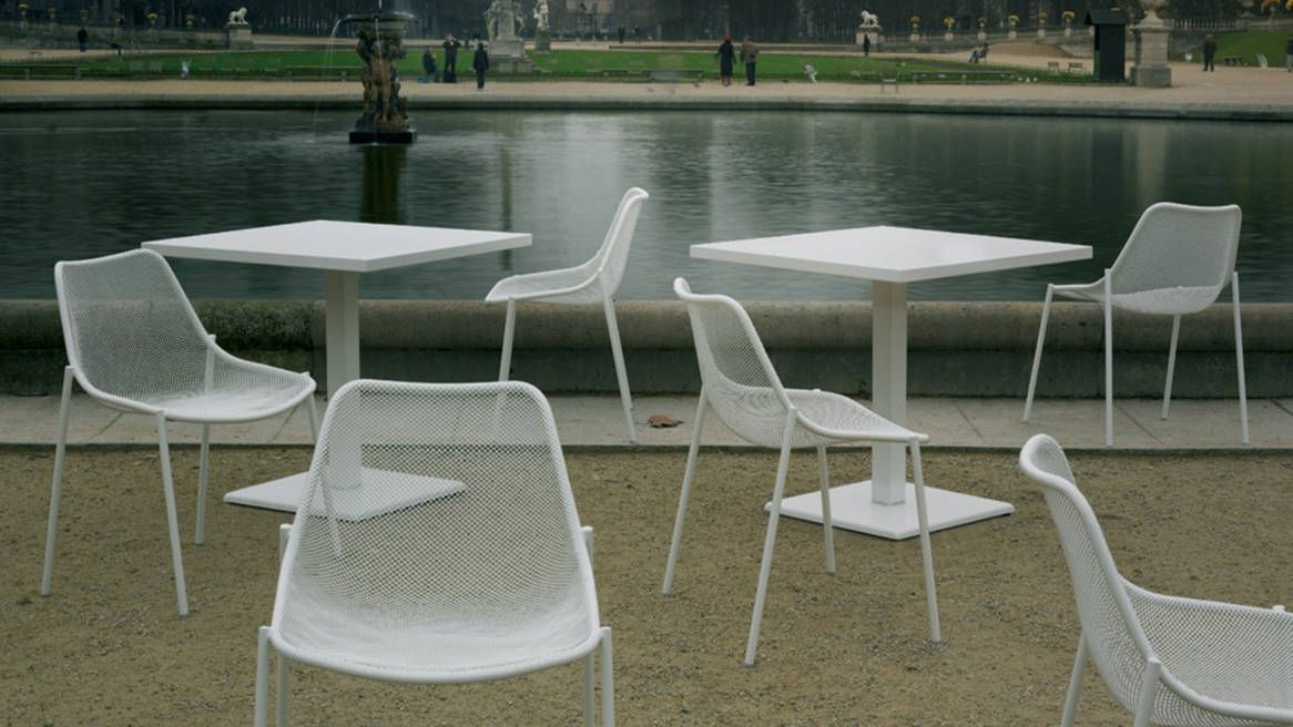EMU Round Table | e m u - r o u n d | Stackable chairs ...