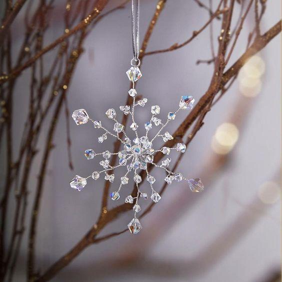 deko f r den weihnachtsbaum glitzersteine mit draht zu einer schneeflocke formen basteln mit. Black Bedroom Furniture Sets. Home Design Ideas