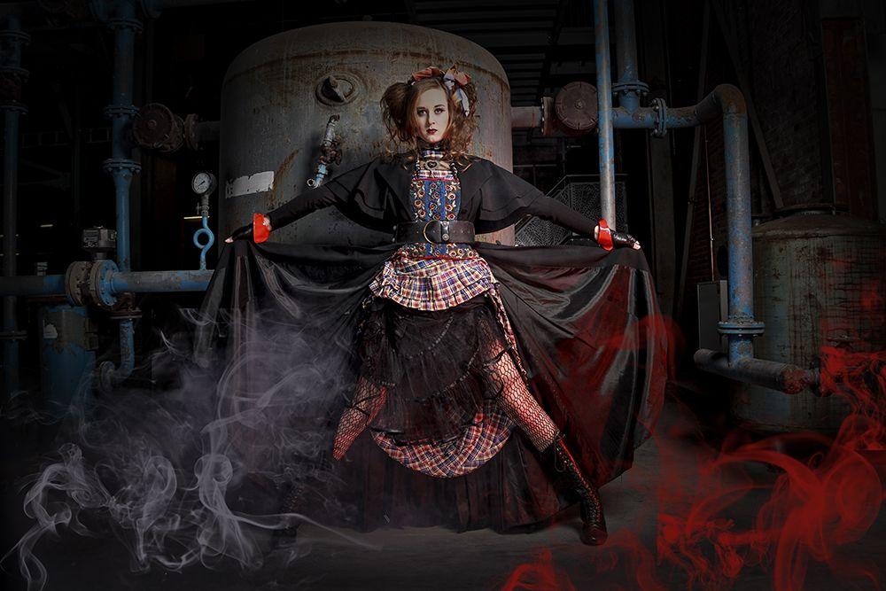 Steampunk shoot koekfabriek Veghel  Model: Gina Donze Muah: Francis de Bruyn  Styling: Monique Ebbs Foto: StudioB11 - Lilian Verhappen