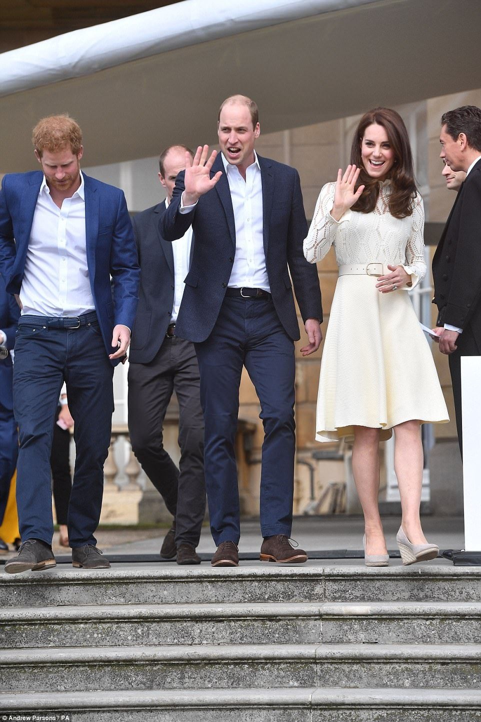 13 May 2017 Kate William And Harry Host A Tea Party To Honour The Children Of Those Who Have Died Serving In The Armed Forces Dress By Chloe Sh Principesse