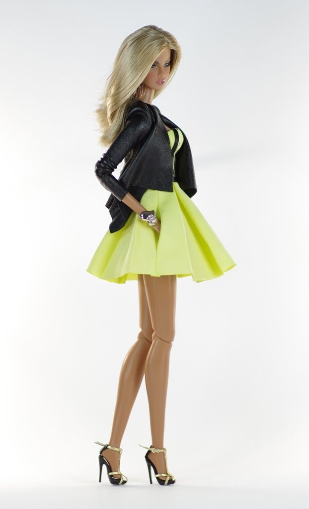 14. set (FR2 body size) in.: Yellow dress with ribbon application, very soft leather jacket, jewelry, shoes.
