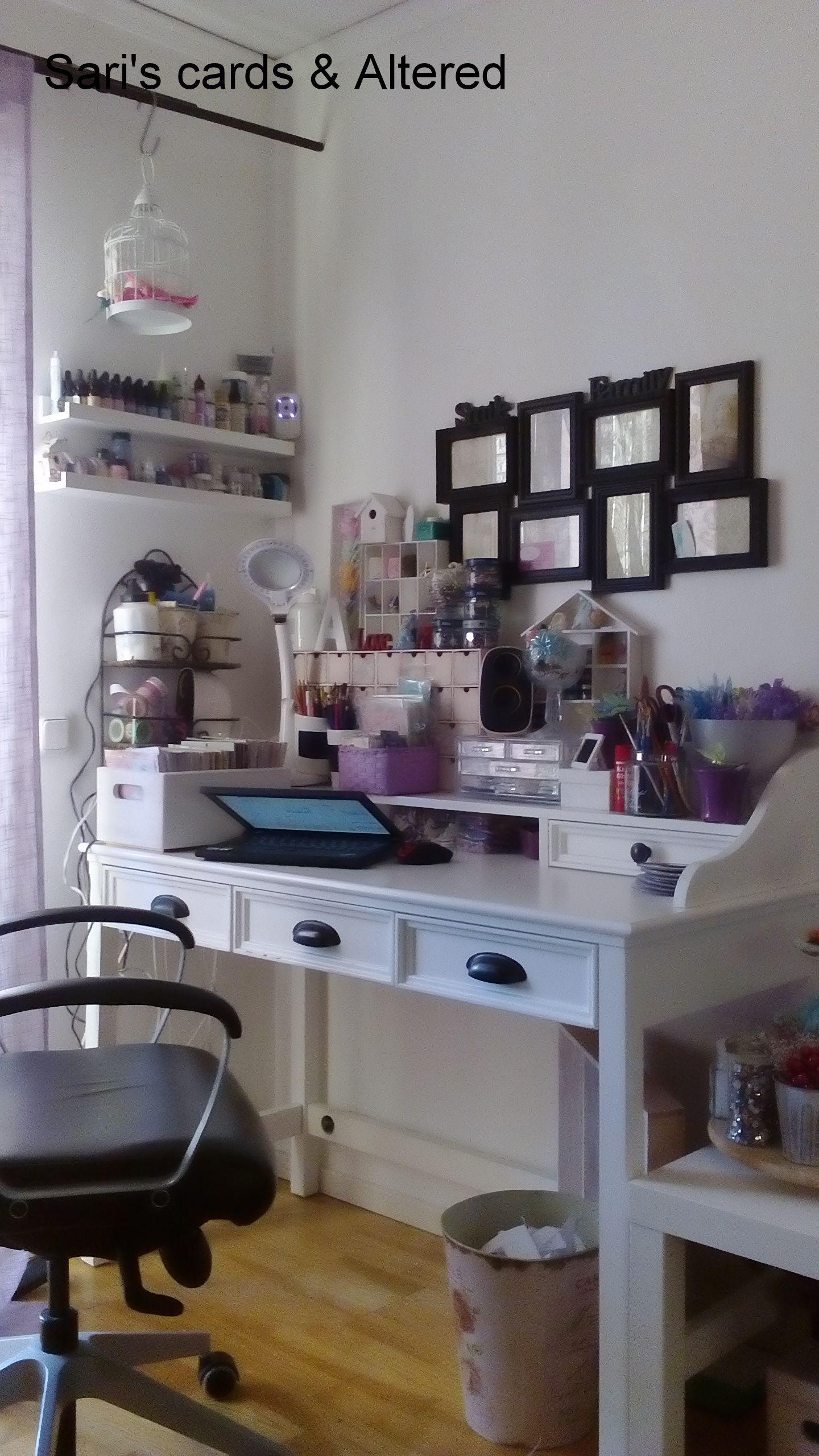 My desklove sitting and crafting here mitt pysselbordälskar