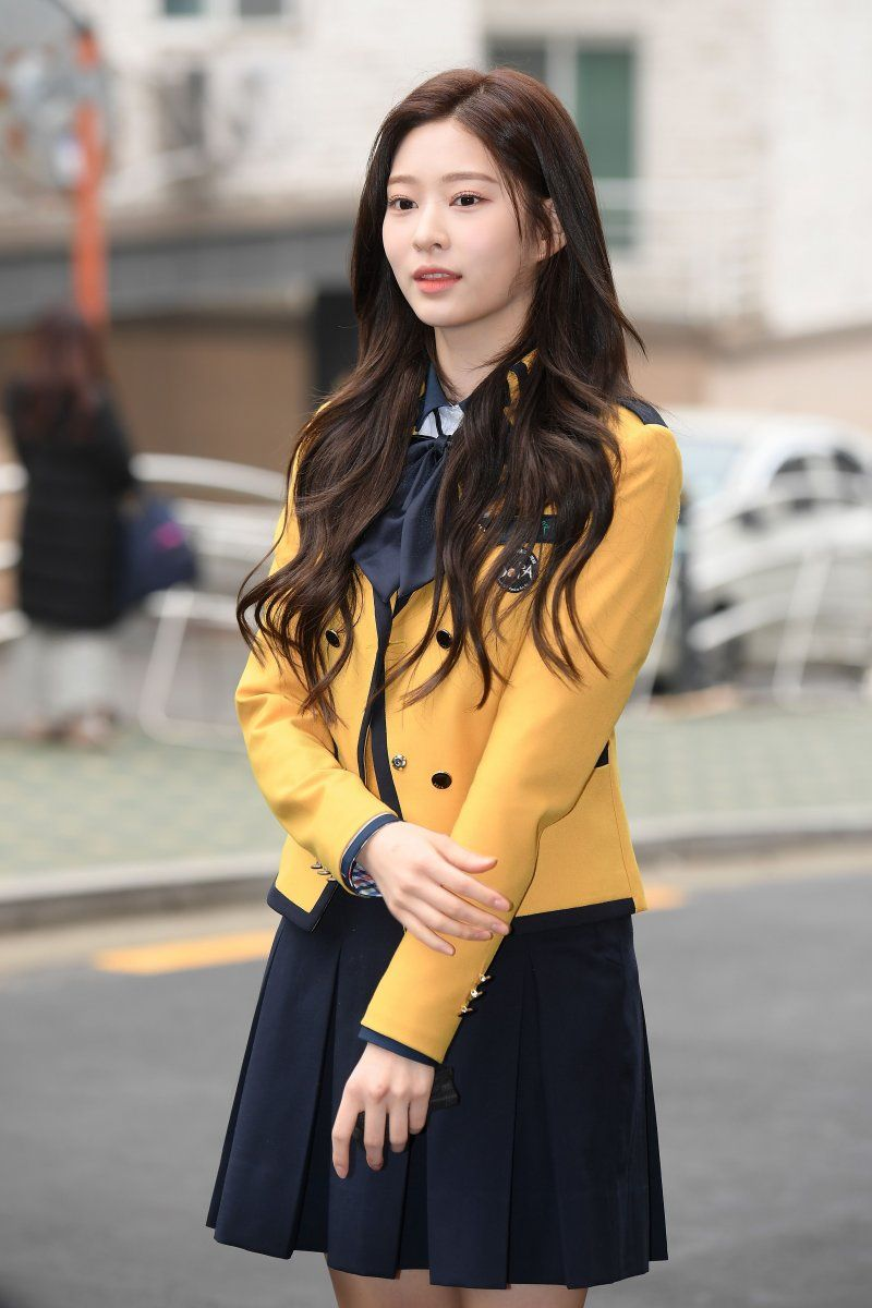 200213 Iz One Minju At School Of Performing Arts Seoul Graduation Wanita Wanita Cantik Gadis Ulzzang