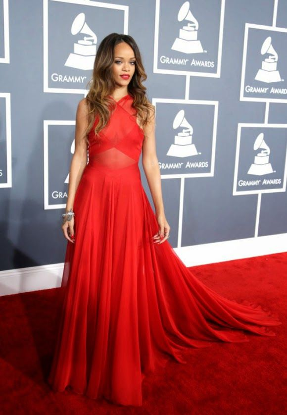 Rihanna robe rouge grammy