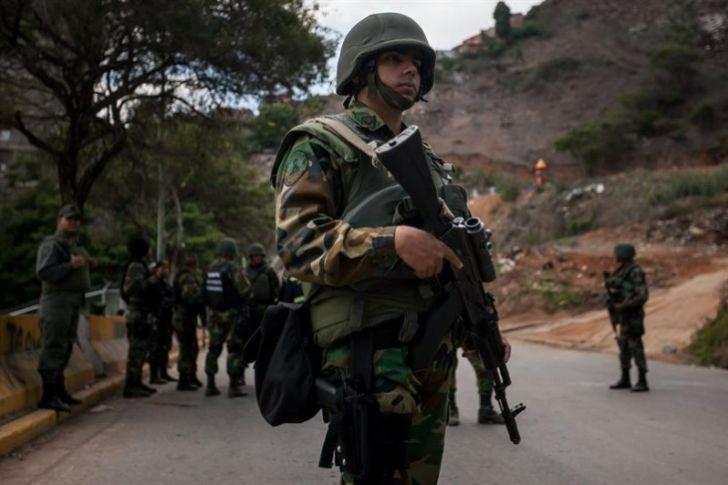 Autoridades venezolanas buscan a 23 personas por el asalto a una base militar
