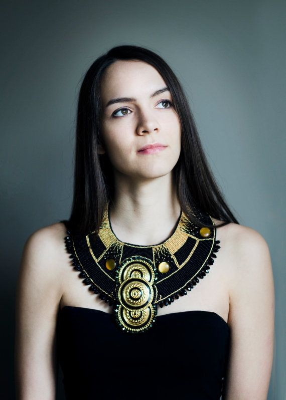 1d3e60402bd Collier couture   collier Cléopâtre   collier de déclaration   noir bijoux  en or   collier de fantaisie   extra-large collier   grand collier Egypte  doré