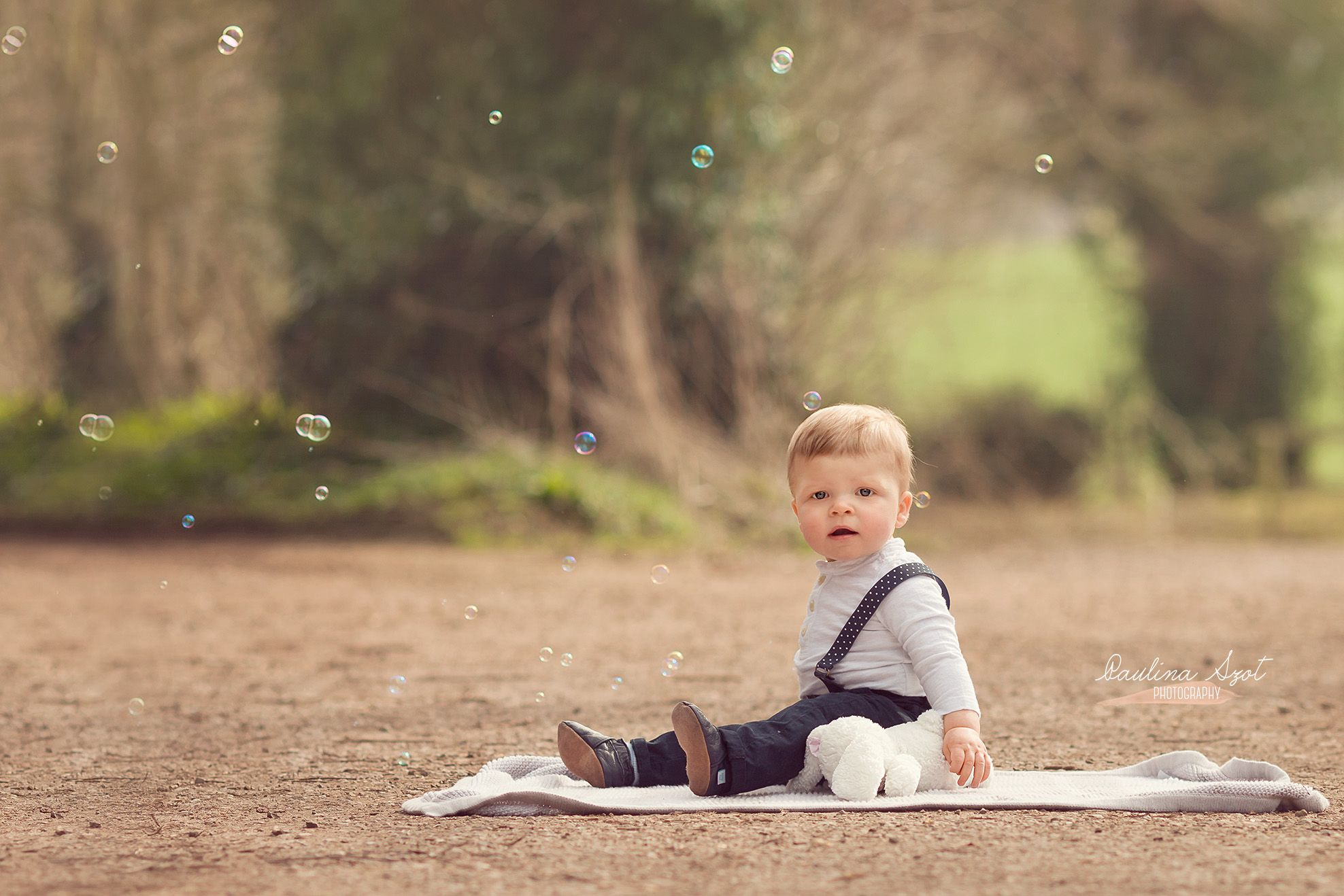 Outdoor children photography sitter session 135 mm
