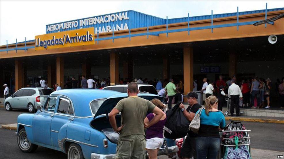 SE LAS INGENIAN! Cubanos compran en Domicana lo que no consiguen en la Isla