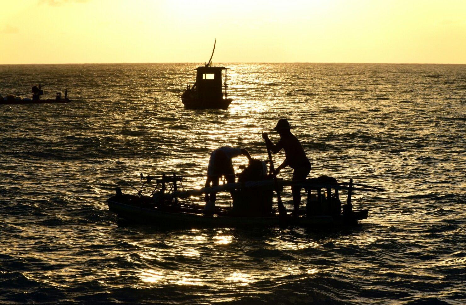 Amanhecer do jangadeiro - Praia de Ponta Verde - Maceio - Alagoas