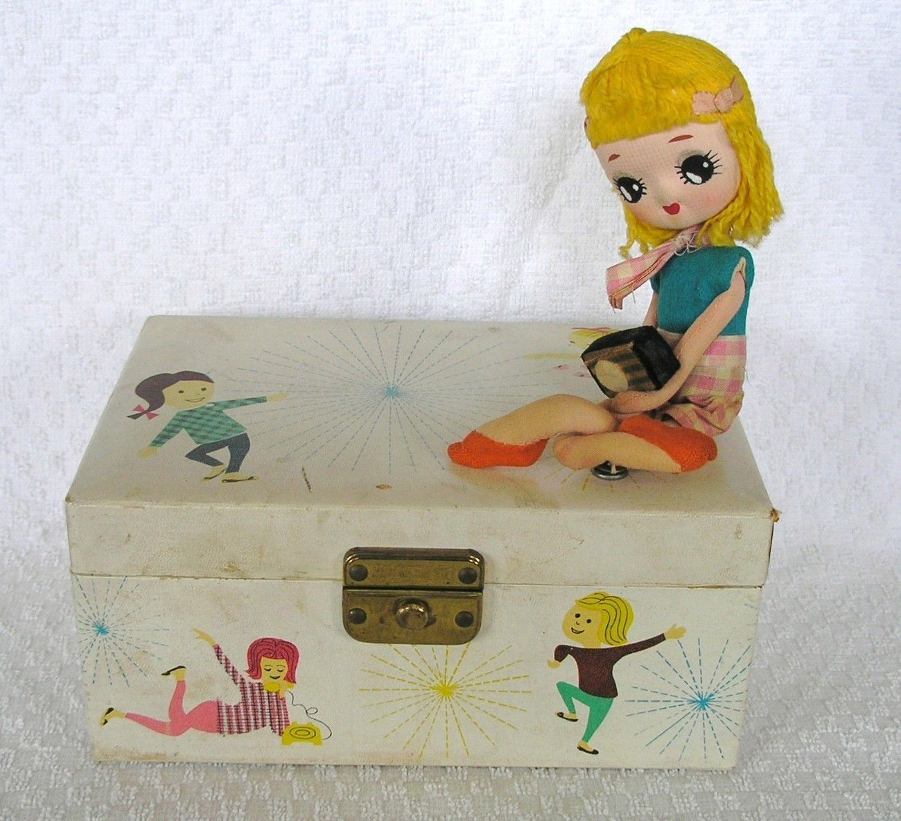 Vintage Kids jewelry box I think this piece is just fabulous