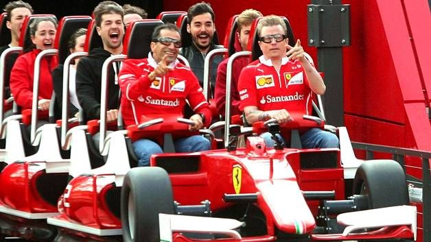 Kimi Räikkönen (oik.) ja Marc Gene pääsivät ajelulle vuoristorataan.