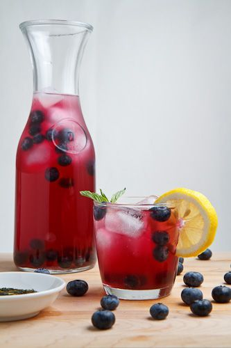 """Blueberry Iced Green Tea: water, green tea bags, blueberry syrup and ice....green tea and blueberries are both loaded with antioxidants....try this, skip the """"syrup"""" whatever that is!:"""